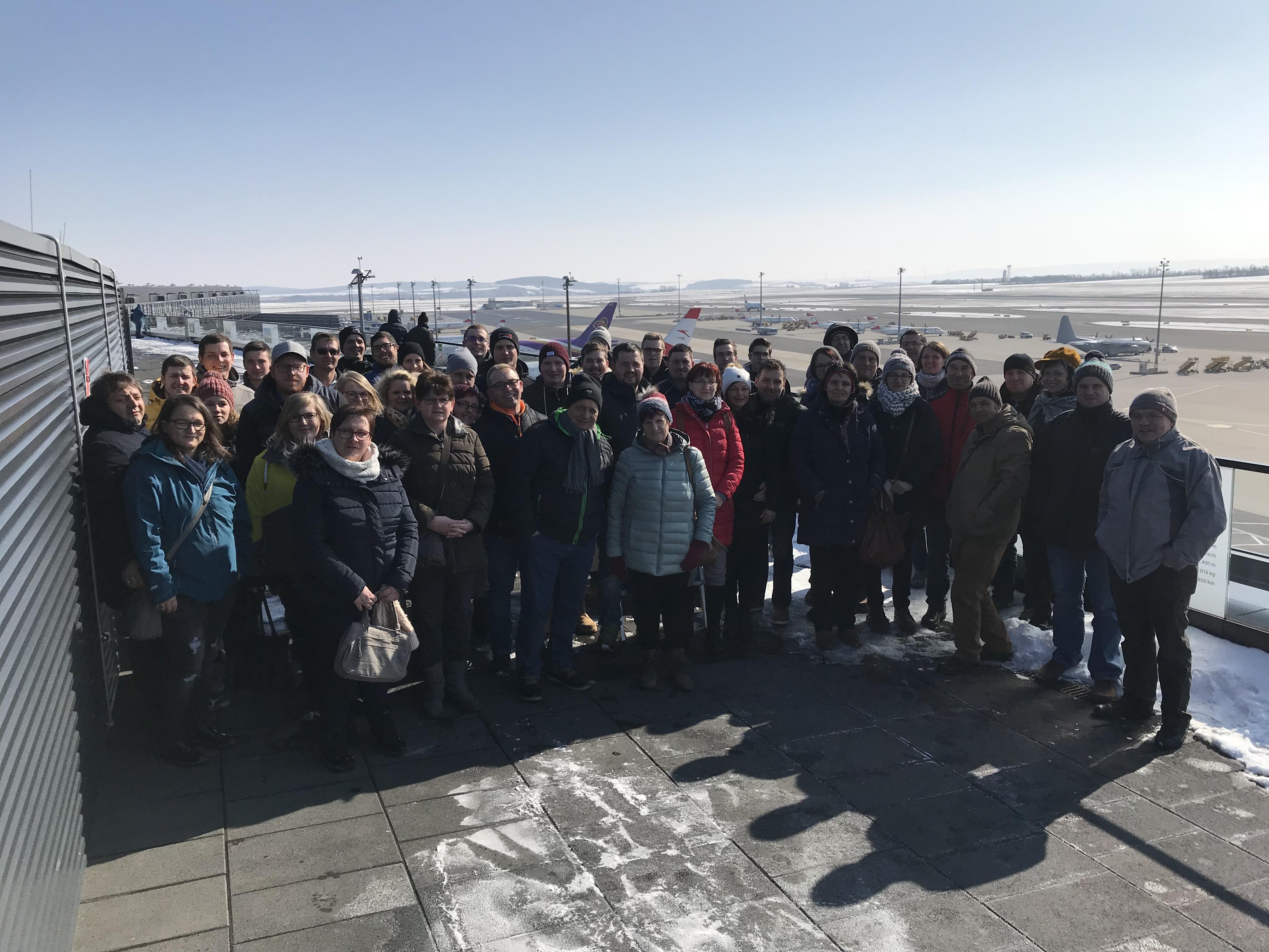 20180224_FF-Ausflug_Gruppenfoto_Flughafen
